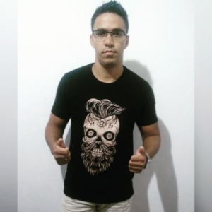 John Lennon com a camiseta Caveira Mexicana