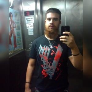 Gustavo com a camiseta Vikings
