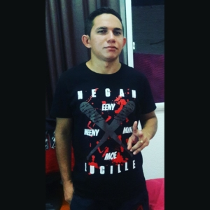 Ronaldo Moraes com a camiseta The Walking Dead Lucille