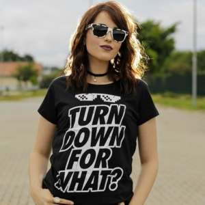 Camiseta Turn Down For What Feminina Capa
